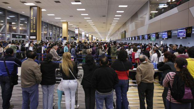 Retraso de vuelos en aeropuerto Jorge Chávez provoca malestar entre los pasajeros. (USI)