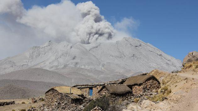 Volcán Ubinas registró explosión y emisión de ceniza que afectó a 7 pueblos. (USI)
