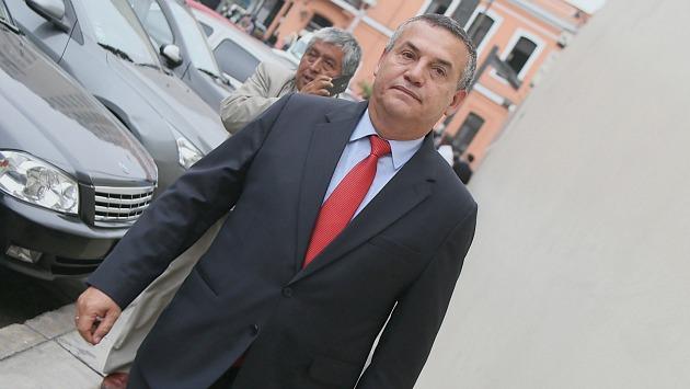 (Luis Gonzales)