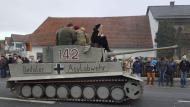 Alemania investiga carroza con mensaje que incitaría a la xenofobía durante desfile de carnaval. (EFE)