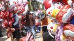 San Valentín: Globos y ramilletes inundan los pasillos del mercado de flores por el día del amor. (Anthony Niño de Guzmán)