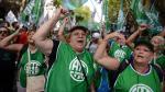 Argentina: Trabajadores estatales se movilizan en contra de despidos masivos - Noticias de carlos menem