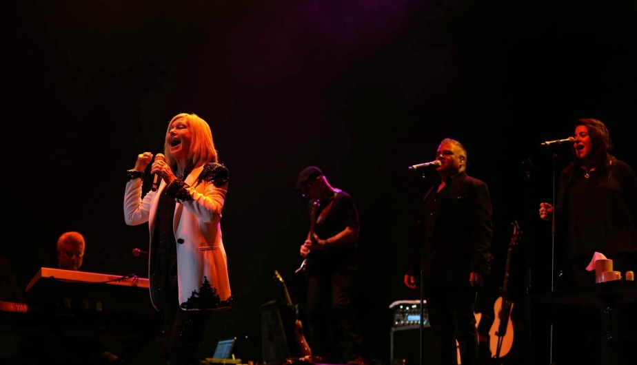 Olivia newton john durante su primer concierto en lima for Espectaculos en lima hoy