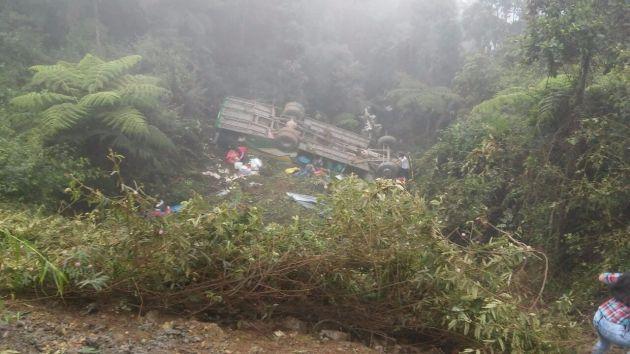Bus cayó a un abismo de 50 metros. (Jimmy Valencia)