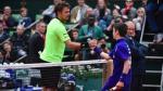 Stanislas Wawrinka jugó con recogepelotas mientras atendían a su rival en el Roland Garros. (Sport)