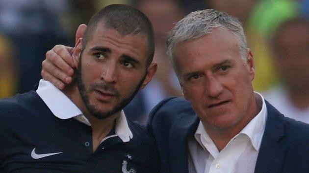 Karim Benzema junto a Didier Deschamps, DT de la selección francesa. (Reuters)