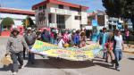 Puno: Queman vehículo en segundo día de paro por contaminación del lago Titicaca - Noticias de escolares varados