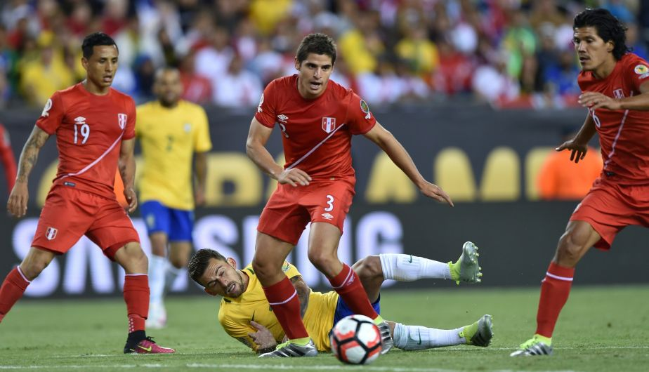 Perú superó 1-0 a Brasil con gol de Ruidiaz y clasificó a los cuartos de final de la Copa América Centenario