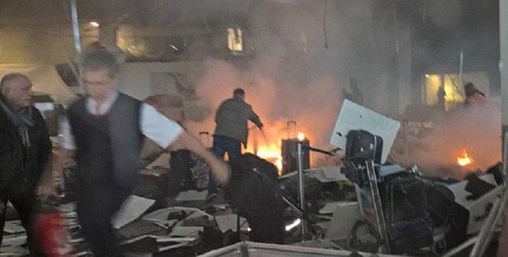 Turquía: En aeropuerto de Estambul se registran dos explosiones y disparos. (Twitter)