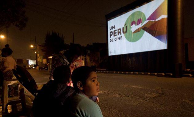 Colectivo La combi-arte rodante lleva películas nacionales a 20 distritos de Lima. (Difusión)