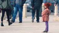 Unicef: ¿Qué harías si vieras a una niña de 6 años sola en la calle? (YouTube)