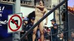 Estados Unidos: Hombre desnudo que exigía reunión con Donald Trump saltó desde escalera de Times Square. (AP)