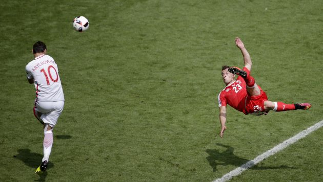 Xherdan Shaqiri marcó un gol para perpetuarlo en un cuadro. (EFE)