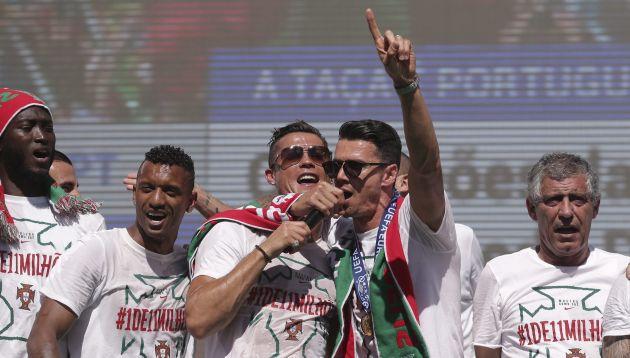 Portugal tiene razones para celebrar. Aparte del título se llevó un jugoso premio. (EFE)