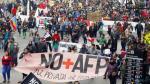 Chilenos desafían al Gobierno con multitudinaria marcha contra las AFP - Noticias de augusto pinochet