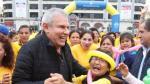 Luis Castañeda Lossio participó junto a adultos mayores de alegre y dinámica aerotón en el Parque de la Exposición. (M. de Lima)
