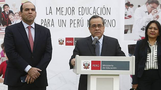 Jaime Saavedra y el premier Fernando Zavala visitaron el colegio Isabel La Católica en La Victoria. (Renzo Salazar/Perú21)
