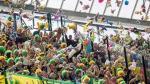 Hinchas le regalaron peluches a niños de un hospital durante un partido [Video] - Noticias de sophia sophia