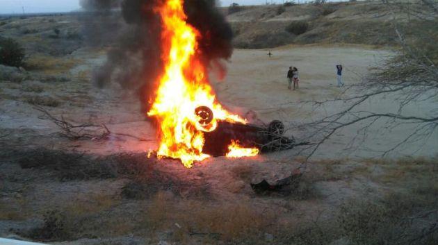 Auto se incendió al caer a una hondonada de 10 metros.(M. Ayala)