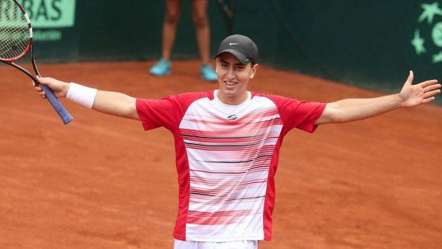 El tenista peruano Nicolás Álvarez venció al venezolano Luis Martínez y cerró la serie 3-2 para Perú. (Andina)