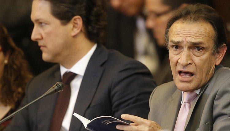 """Héctor Becerril a Carlos Bruce: """"¿Por qué mejor no se calla?"""