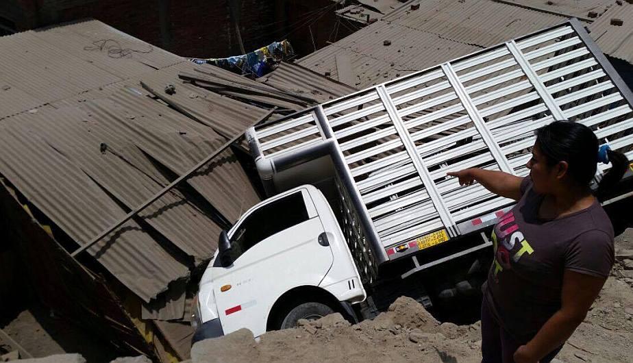 Camión destruyó dos habitaciones de una vivienda en Chaclacayo. (Roxana López)