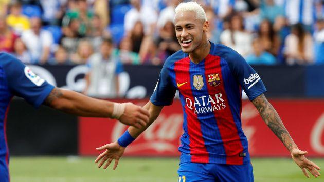 En lo suyo. Neymar participó en uno acto organizado por uno de sus patrocinadores en Barcelona. (Reuters)