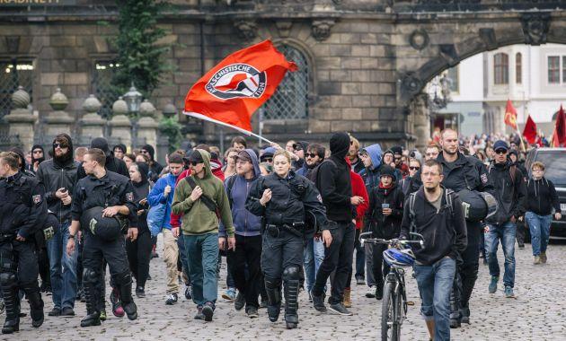 Partido islamófobo celebró su segundo aniversario en medio de marchas (Efe).