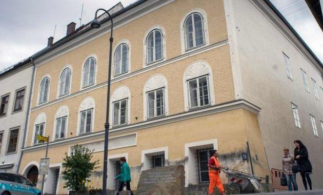 Adolf Hitler pasó sus tres primeros años de vida en este inmueble ubicado en Braunau, cerca a la frontera con Alemania (AFP).