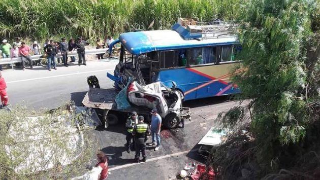 2 muertos y 12 heridos dejó choque entre ómnibus y camión en Cañete. (Sin Censura)