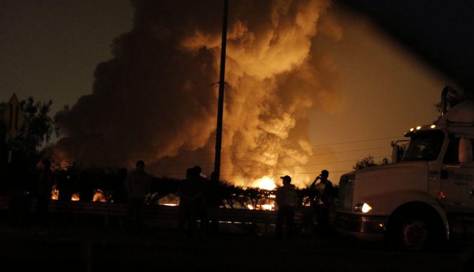 Gigantesco incendio consume fábrica en El Agusino. Tres bomberos  fallecen