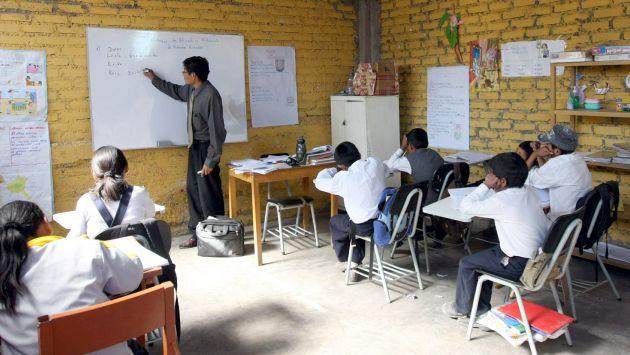 Gobierno ratificó aumento del 'piso' salarial de maestros hasta llegar a S/2 mil en 2018. (USI)