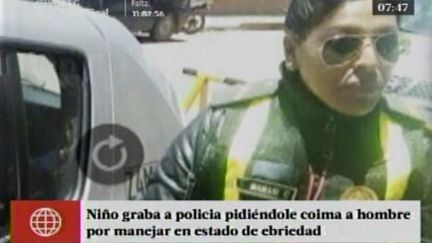 Niño grabó a policía cuando le pedía coima a su padre por manejar ebrio. (Captura América TV)