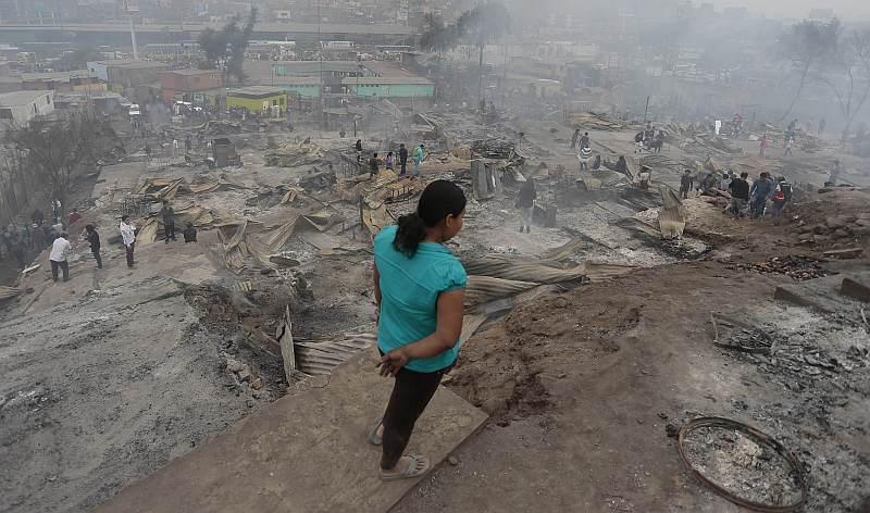 Se calcula que más de 300 casas en Cantagallo fueron arrasadas por las llamas. (Atoq Ramón/Perú21)