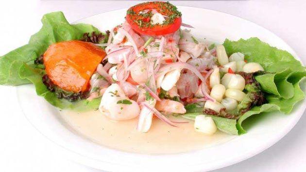 Debe contar y capacitar al personal de cocina para que sepan los procedimientos de preparación. (comidasperuanas.net)