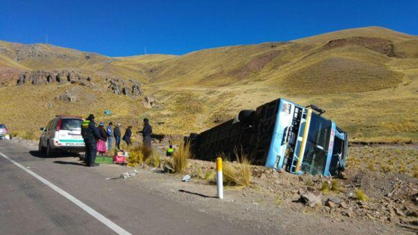 Despiste de bus en la vía Tacna – Puno deja tres muertos. (RPP)