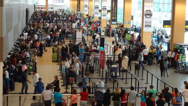 El aeropuerto Jorge Chávez mueve 17.1 millones de pasajeros (2015), lo que convierte a este terminal aéreo en una ruta importante de la droga a los Estados Unidos y Europa. (USI)