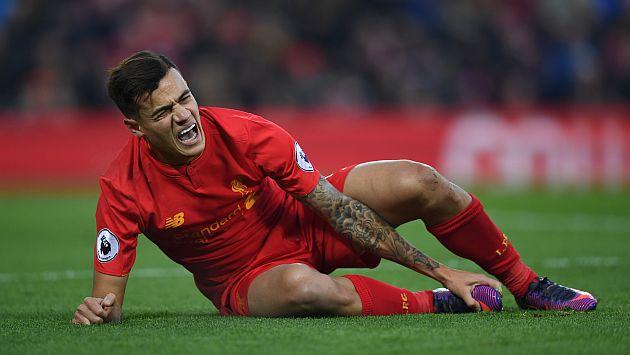 Esta es la impactante lesión de Philippe Coutinho que lo hizo salir en camilla durante partido. (AFP)