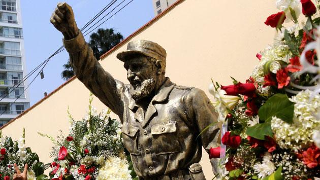 Estatua de Fidel Castro en la embajada de Lima, Perú. (Reuters)