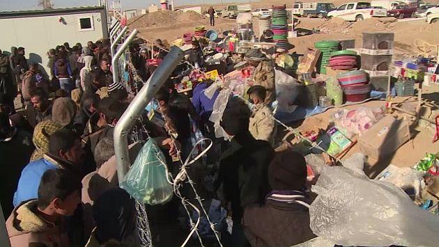 Irak: miles de desplazados sufren inclemencia del frío en los campos de concentración. (AFP)
