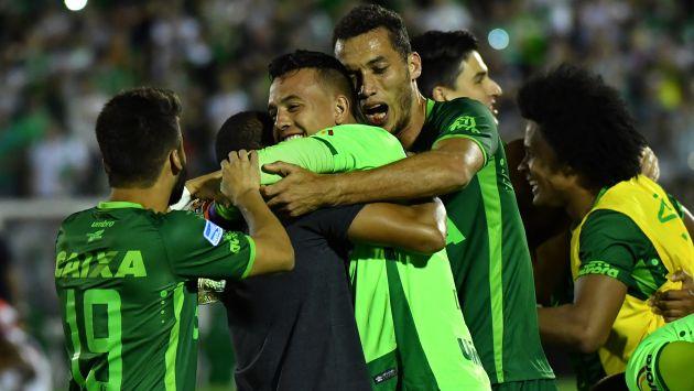 Así celebró el Chapecoense su paso a la final de la Copa Sudamericana. (AFP)