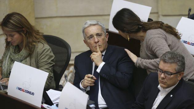 """Partido de Álvaro Uribe afirma que nuevo acuerdo de paz con las FARC sería """"una burla"""" a la democracia. (AP)"""
