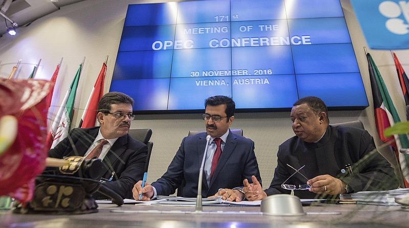 OPEP acordó recortar producción de petróleo por primera vez desde 2008. (EFE)