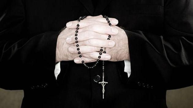 Nicolás Corradi (82) y Horacio Corbacho (55) son los dos sacerdotes que han sido detenidos por las autoridades. (Getty Images)