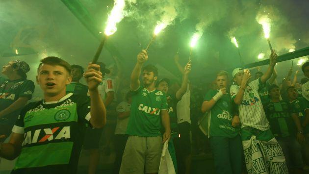 Sigue en vivo las transmisiones de los homenajes al Chapecoense en Brasil y Colombia. (AFP)