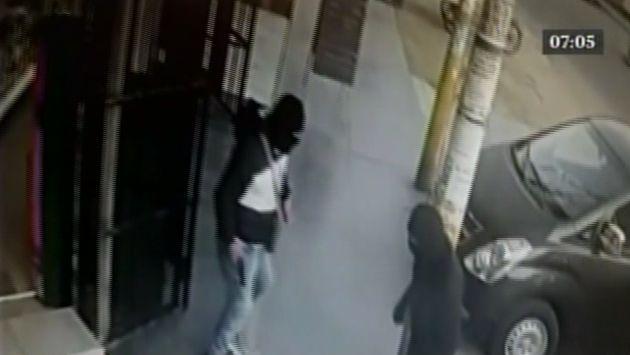 Ocho delincuentes armados intentaron llevarse un cajero automático.
