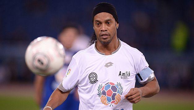 Chapecoense: Ronaldinho estaría dispuesto a jugar para reforzar el equipo. (AFP)
