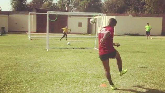 Jefferson Farfán se lució con un golazo de tiro libre durante entrenamiento. (Instagram)
