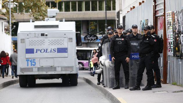 Policía registró varios domicilios en Estambul con el fin de encontrar miembros del Estado Islámico. (EFE)