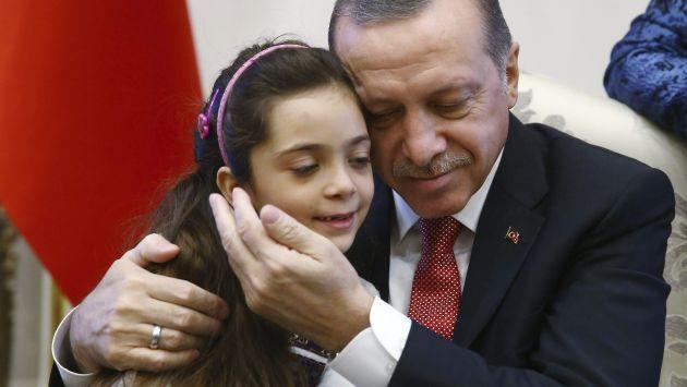 Bana Alabed agradeció al presidente de Turquía, Recep Tayyip Erdogan, el apoyo a los niños de Alepo. (EFE)